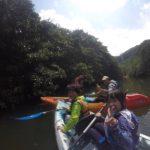 西表島のピナイサーラの滝前で家族写真